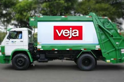 Caminhão de lixo com marca Veja