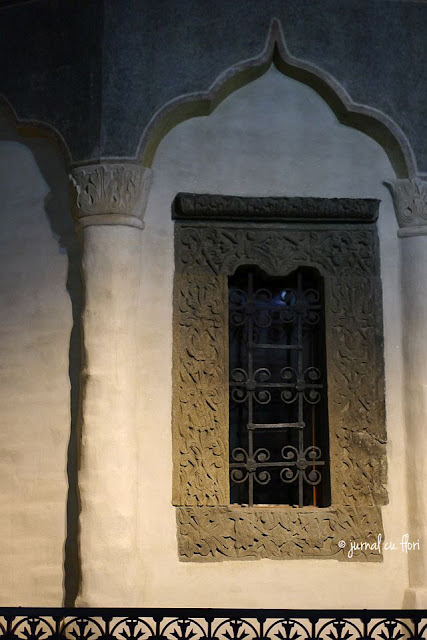 fereastra in bucuresti - centrul vechi -  manastirea Stavropoleos