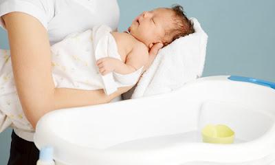Những lưu ý cần thuộc lòng khi tắm cho bé vào mùa đông