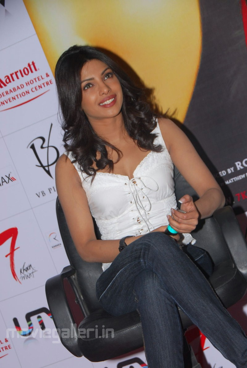Samantha Hd Wallpapers In Saree Priyanka Chopra Latest Photos Stills Pics New Movie Posters