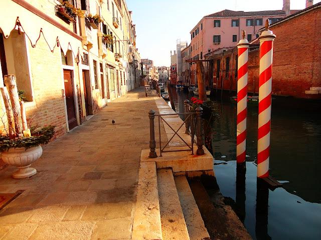 Odhalte tajemství benátských kůlů, pali da casada, gondoly, gondoliéři, benátky