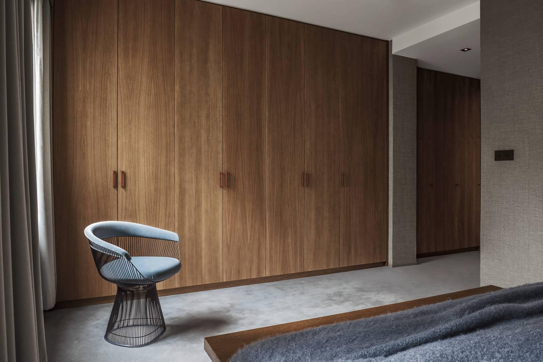 Phòng ngủ có tủ âm tường 7