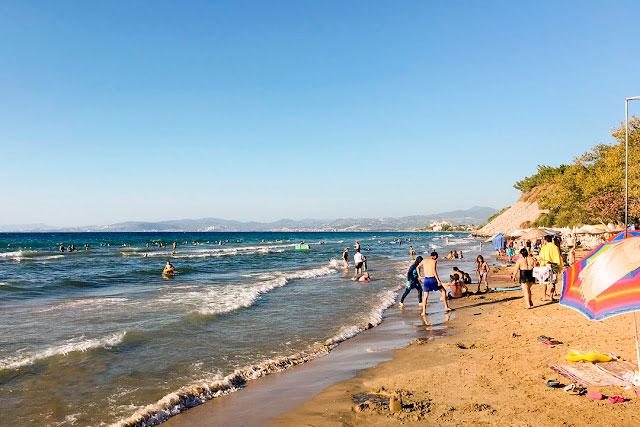 Dilek Yarımadası'ndaki İçmeler Koyu'ndaki dalgalara dikkat