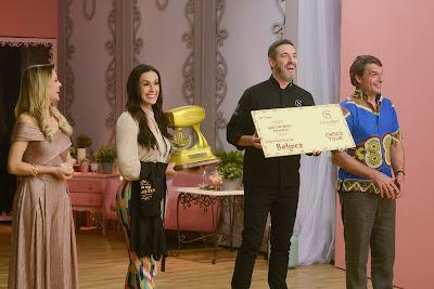 Os jurados e a apresentadora recebem Alê Costa (Crédito: Zé Paulo Cardeal/SBT)