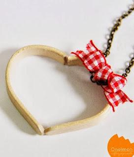 http://translate.google.es/translate?hl=es&sl=en&tl=es&u=http%3A%2F%2Fonelmon.com%2Fblog%2F2014%2F02%2Fice-cream-stick-heart-pendant%2F