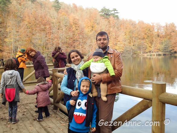 Yedigöller'de bebekli, çocuklu çekirdek aile olarak sonbaha keyfi, Bolu