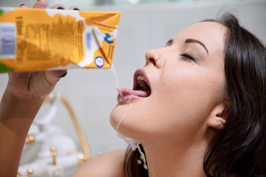 [VivThomas] Dolly Diore - Milk Maid