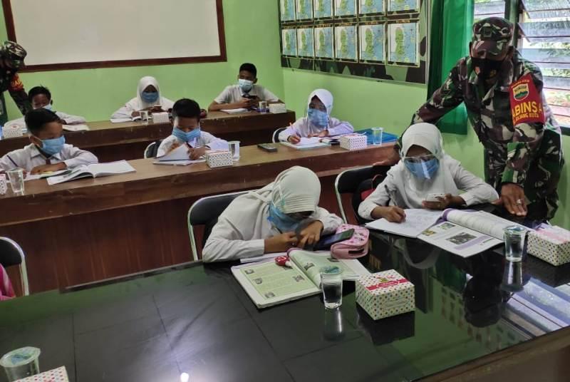 Perintah Komando, Anak-anak Belajar Online Boleh Gunakan Ruangan dan Fasilitas Wifi Koramil 02/Bintim