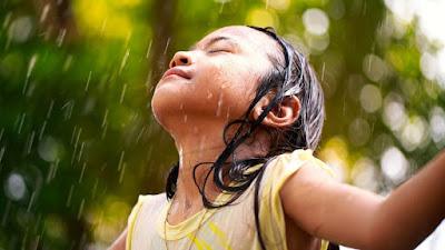 anak main hujan
