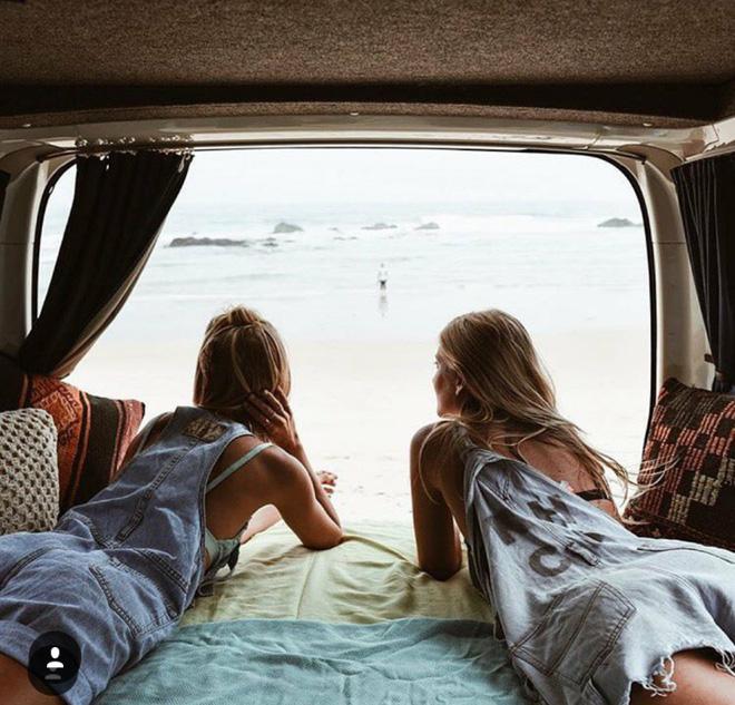 """2 Cô bạn thân xinh đẹp khơi dậy trào lưu """"đi du lịch khắp thế giới cùng cô bạn gái thân  31"""