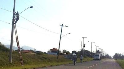Projeto de iluminação pública beneficia  305 ruas de 78 balneários em Ilha Comprida