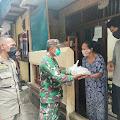 Koramil 02/TB Distribusikan Bantuan Pangdam Jaya Pada Warga Kelurahan Kali Anyar