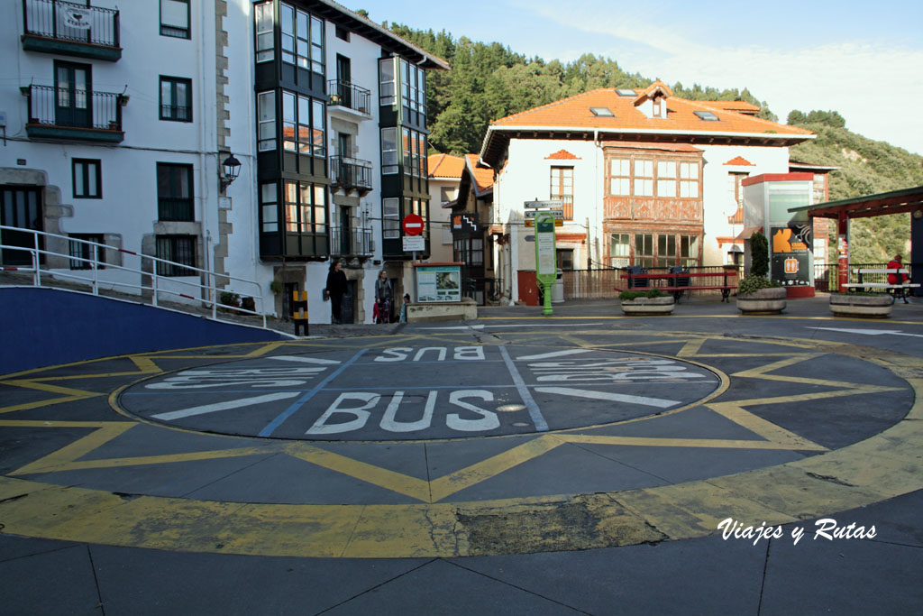 La plaza que gira de Elantxobe, Bizkaia