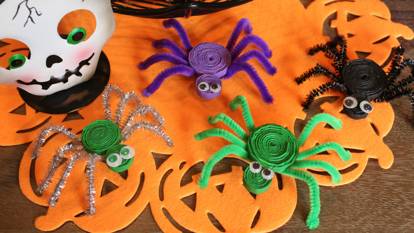 How to make fun crepe paper spiders - Twitchetts | 885x1573