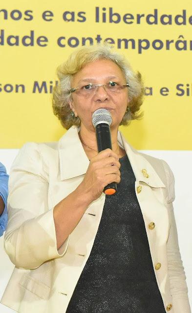 Com teste positivo de Coronavírus, professora Nony Braga da FAP fala sobre a fase final de recuperação e pede que alunos e população fiquem em casa.