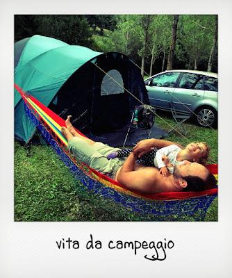 Bambina con papà in campeggio a Opi, in Abruzzo
