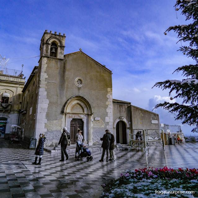 Praça do Relógio e Igreja de Sant'Agostino, em Taormina, Sicília