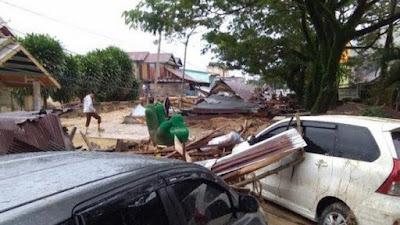 Gubernur Sulsel Beri Bantuan Pasca Banjir Bandang di Luwu Utara