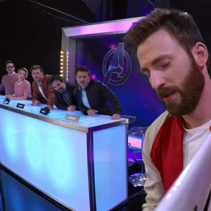 The cast of Avengers Endgame play a drawing game : 初代アベンジャーズのメンバーが、お見事な絵の才能を発揮して描くマーベル・キャラの落書きのお題を当てっこする「エンドゲーム」の新しい予告編 ? !