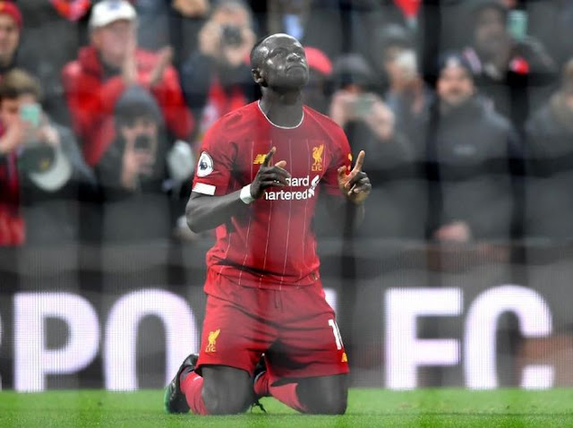 Paying Liverpool Hundreds of Billion, Sadio Mane Still Using Cracked Cellphones