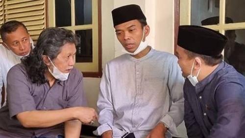 Sebut UAS Manusia Dunia Akhirat, Cak Nun: Orang yang Dibutuhkan Bangsa Indonesia