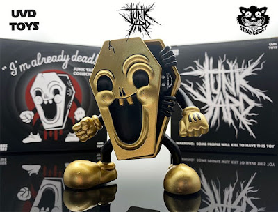 "Strangecat Toys Exclusive ""I'm Already Dead"" Gold Edition Vinyl Figure by Junk Yard x UVD Toys"