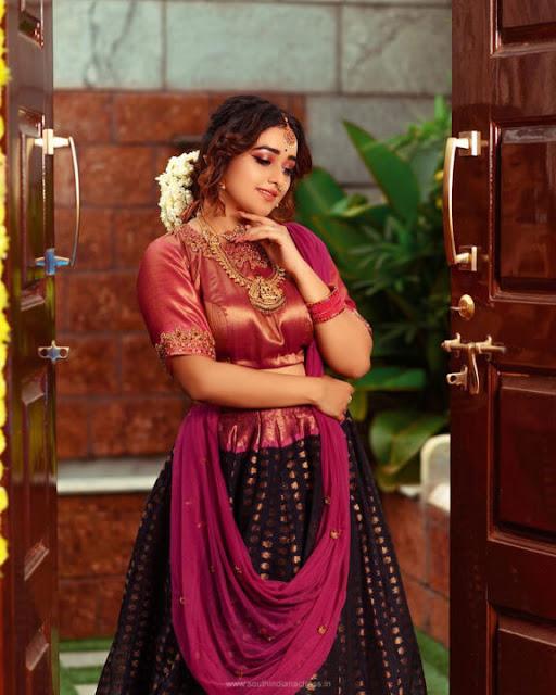 Bigg Boss Dhanushree Latest Stills in Traditional Wear Navel Queens