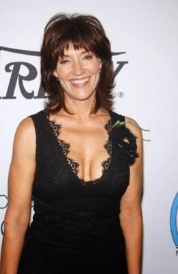 Katey Sagal medium layered hair style