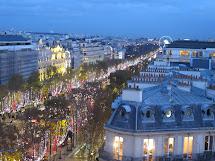 Travel & Adventures Champs Elyses Paris. Voyage