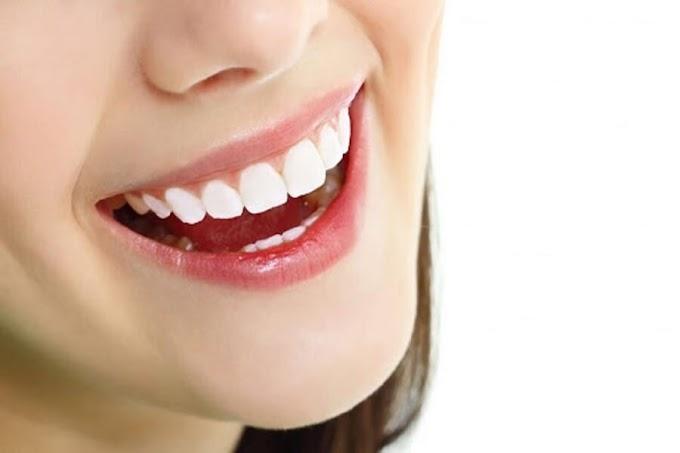 Răng miệng chắc khỏe nhờ uống nước hợp lí