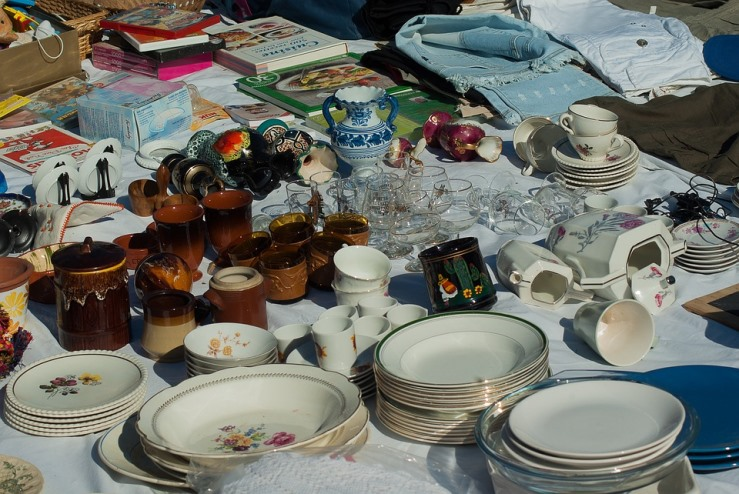 flea-market-table