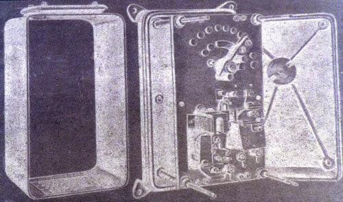 Реостат со снятым защитным боковым кожухом (слева) и снятой крышкой (справа)