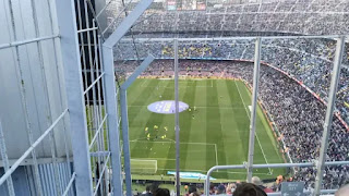 A unique vision of Camp Nou... Sociedad fan complains to Barca about his seat