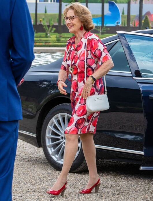 Princess Margriet wore a red floral print dress and red pumps, carried white bag