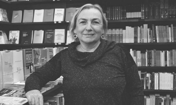 Escritora y feminista Mariella Sala presenta libro de relatos Desde el exilio