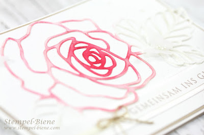 hochzeitspapeterie; Hochzeitskarte; Hochzeitseinladungskarte; Karte Rosenhochzeit; Rosenkarte Hochzeit; Traumhochzeit Karte; Karte kirchliche Trauung; Stempel-biene; Framelits Rosengarten