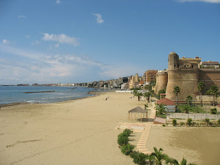 Nettuno beach, with the Sangallo Fortress in the foreground