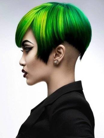 gaya rambut dari samping cat hijau elegan