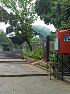 contoh fasilitas umum di taman indonesia kaya
