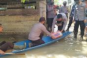 Polres Tebo Beri Bantuan Kepada Korban Banjir di Desa Tanah Garo