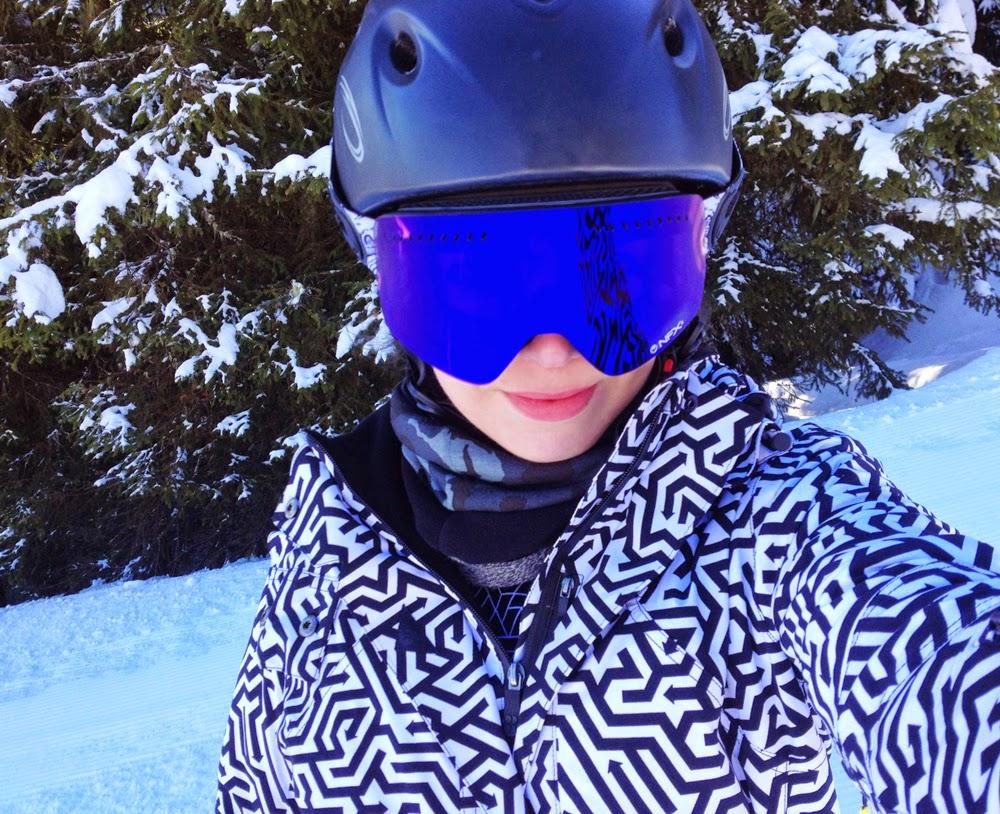 Emma Louise Layla in Dragon Alliance NXFS ski goggles in Austria