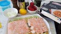 Tartar de langostinos y fresas con crema de aguacate