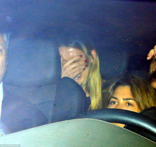 Amber Heard crying after quarrel with Johnny Depp