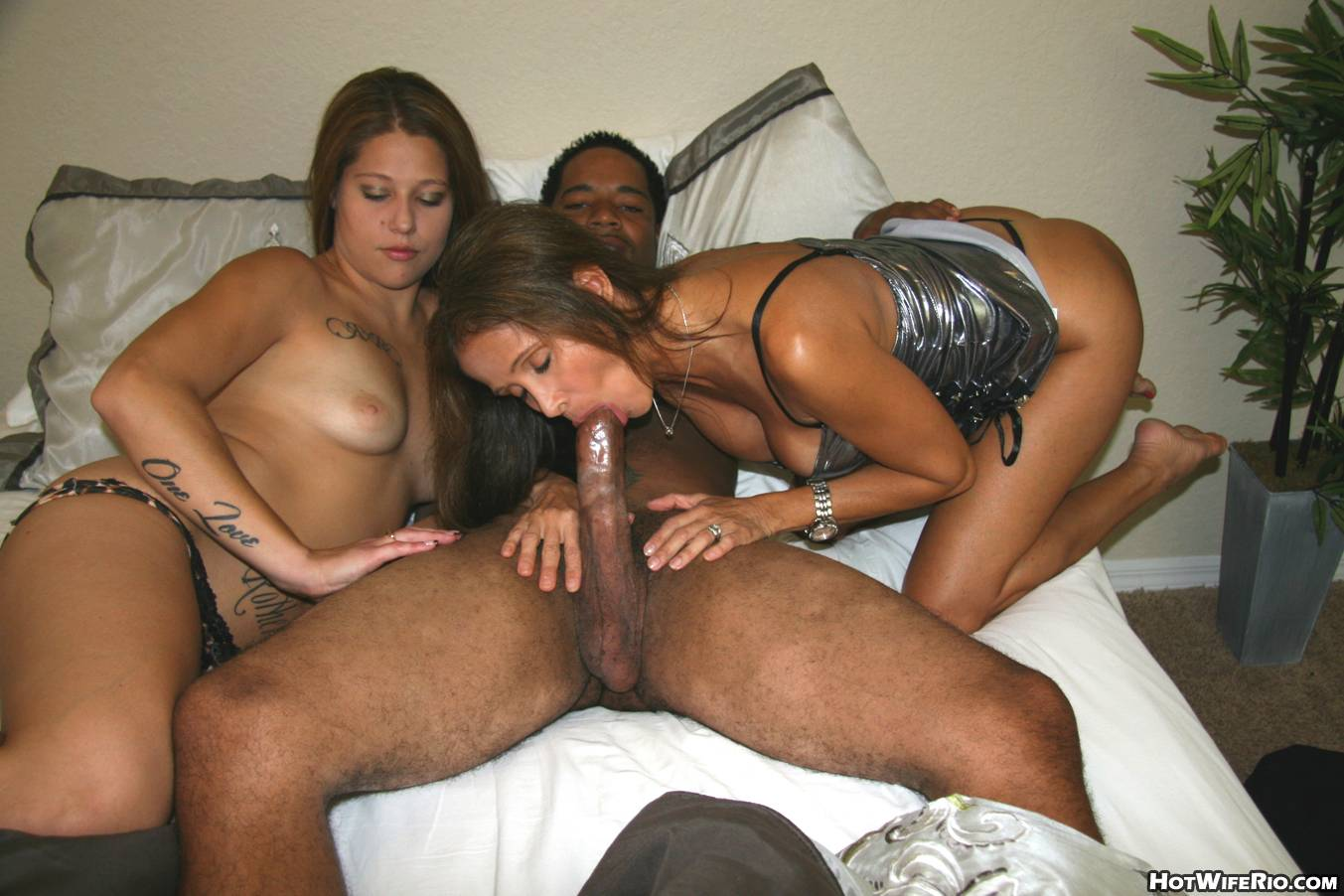 Cock sucking ebony bitch gets her fat black pussy fucked and her ass jizzed on 1