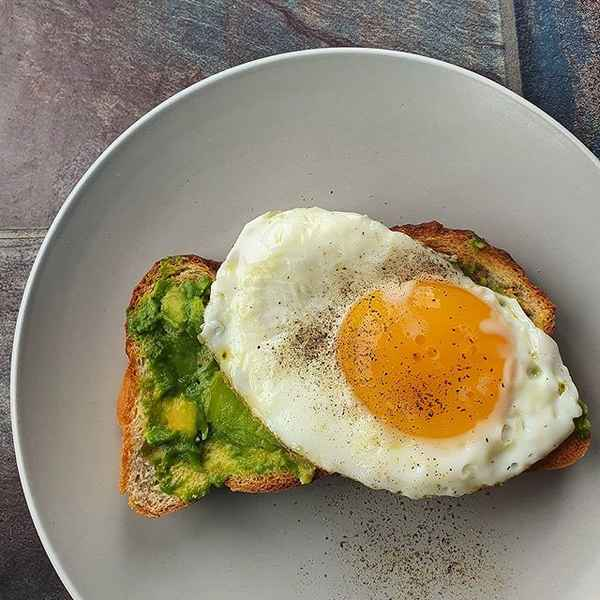 1200 Calorie Diet - Avocado Egg Toast