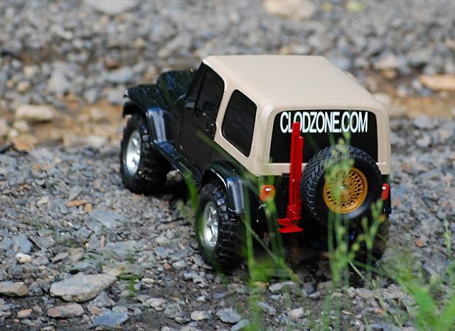 Tamiya Jeep Wrangler rock crawling