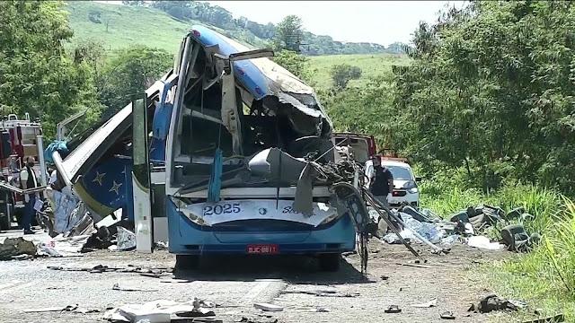 Plantonista da UTI fala sobre atendimento a vítimas de acidente que matou mais de 40 pessoas em rodovia: 'Orem por nós'