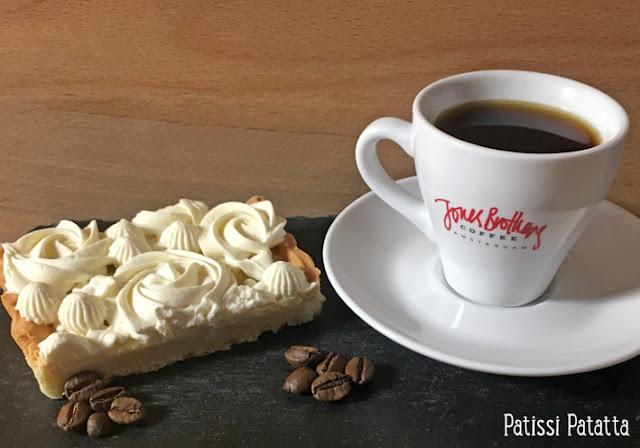 recette de tarte au café, tarte au café, ganache au café, chantilly au café, dessert, tarte, jones brothers coffee, pink éléphant, café thaïlandais, pâtisserie, tarte très déco, patissi-patatta