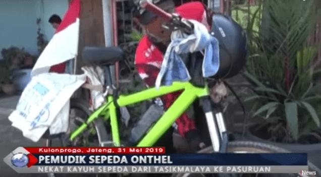 Pemudik Asal Tasikmalaya Mudik Dengan Sepeda Onthel Ke Pasuruan