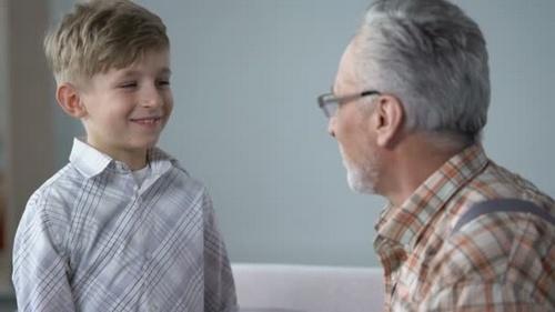 Kakek dan Cucunya